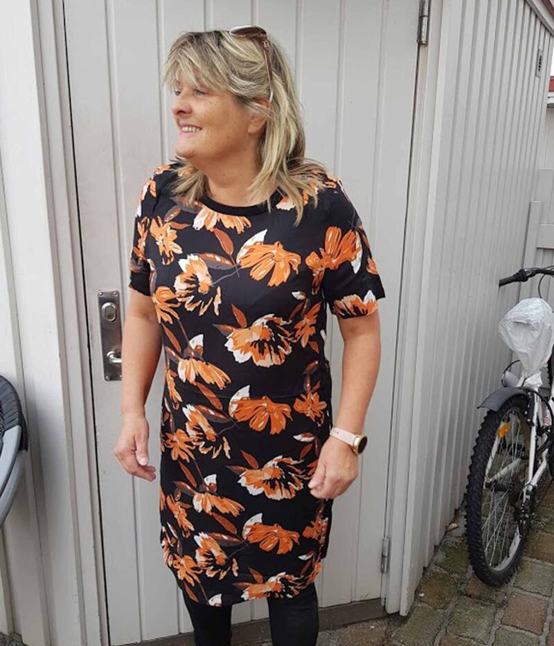 OFELIA AZYA KJOLE I SORT OG ORANGE