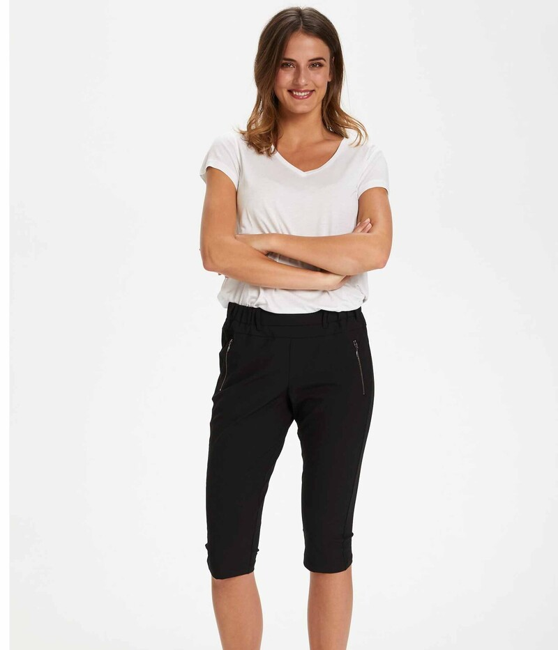 KAFFE JILLIAN CAPRI PANTS I SORT